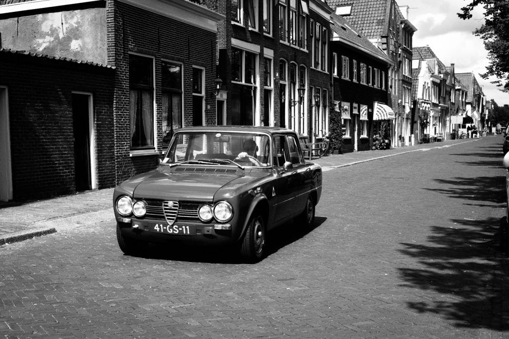 Using the Sunny-16 rule to light the scene correctly. Alfa romeo in Hoorn, The Netherlands